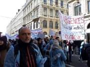 Pierre-Yves Gullier, syndicaliste SUD de l'hôpital Edouard Herriot devant le cortège hospitalier le 22 mars à Lyon. ©LB/Rue89Lyon