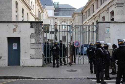 Une partie des CRS qui effectuaient l'évacuation des locaux de Lyon 2. Capture d'écran Facebook Groupe Antifasciste Lyon et environs.
