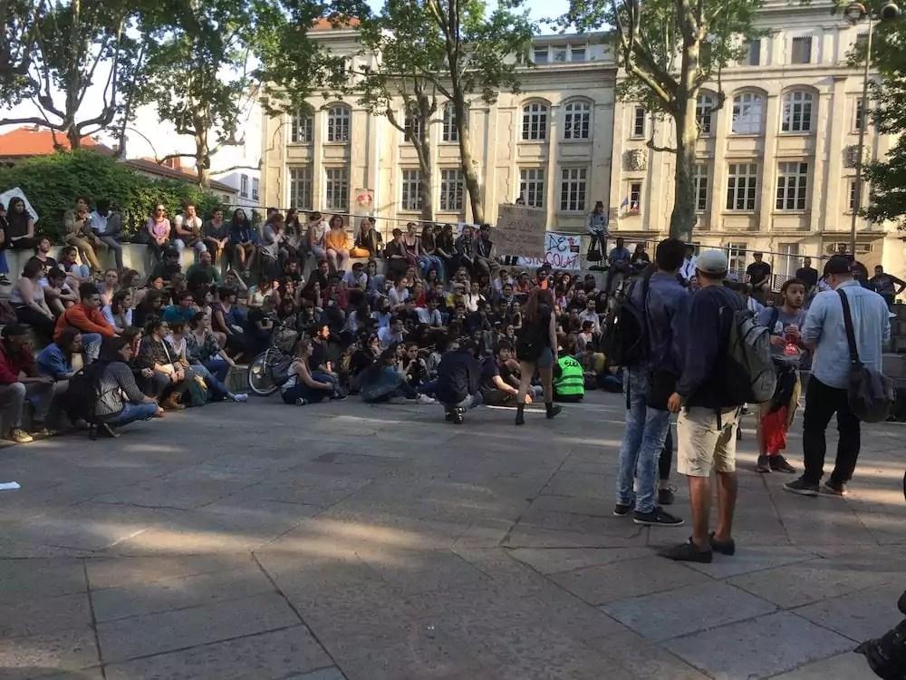 Les étudiants mobilisés lors de la dernière manifestation qui a réuni 350 personnes le 9 mai. © SP/Rue89Lyon