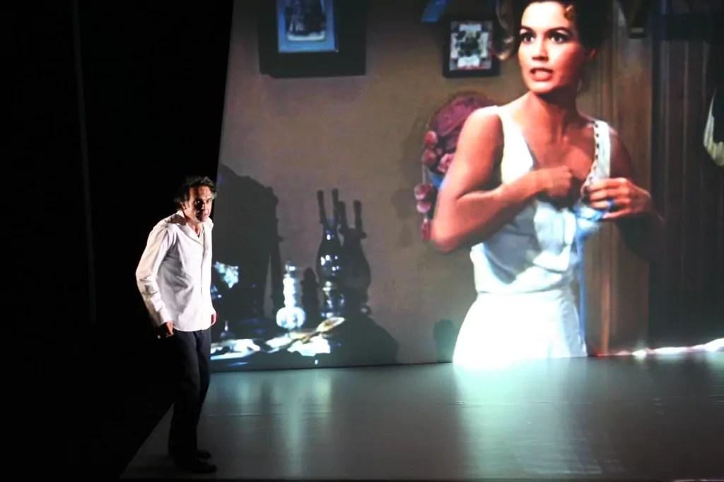 Théâtre : Regarder le monde à travers le cinéma