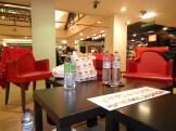 Les salariés en grève se sont aménagés une zone d'occupation dans le magasin. (LJ / Rue89 Strasbourg)