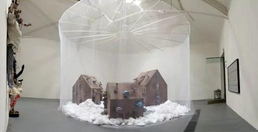 Vue de l'installation The House of Secrets de Barthélémy Toguo, 2014. © Barthélémy Toguo. Photo: Antoine Lejolivet, Haute École des Arts du Rhin