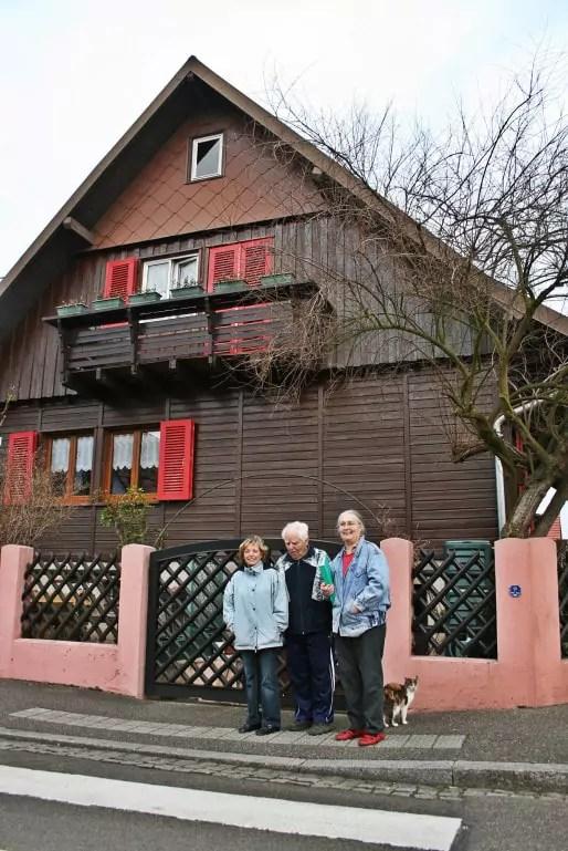 Huguette et Christiane habitent deux chalets de la rue du Rad depuis leur enfance, dans les années 1950 (Photo MM / Rue89 Strasbourg)