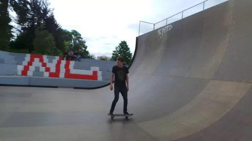 La décoration du skatepark de la Rotonde a entièrement été refaite par des ouvriers.