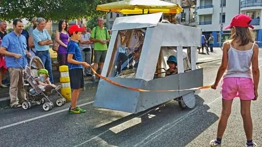 Les enfants de Koenigshoffen verront-ils un tram autre que celui bricolé par des manifestants ? (Photo Christian Laemmel)