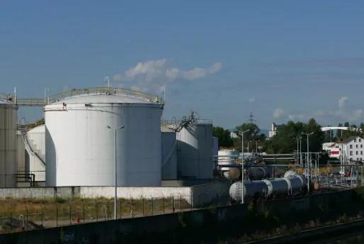 Le port aux pétroles, zone Seveso de Strasbourg, soumis à un plan de prévention des risques technologiques (Photo Emmanuel Jacob)