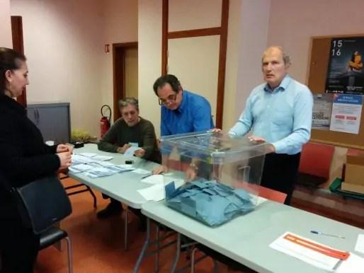 Un ancien ministre, François Loos, assesseur d'un bureau de vote à Strasbourg. Suffisant pour conjurer l'abstention ? (Photo PF / Rue89 Strasbourg / cc)