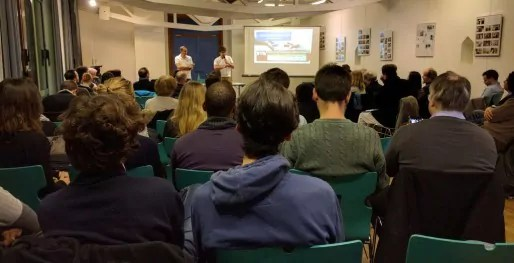 Plus de 150 personnes étaient présentes pour voir comment rénover la démocratie (Photo PF / Rue89 Strasbourg / cc)