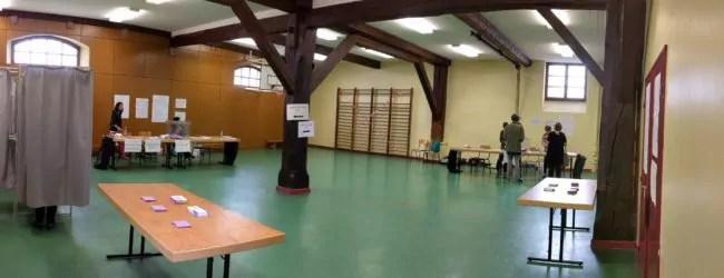 Très peu de monde dans les bureaux de vote de Strasbourg ce dimanche, comme ici dans le quartier gare (Photo PF / Rue89 Strasbourg / cc)
