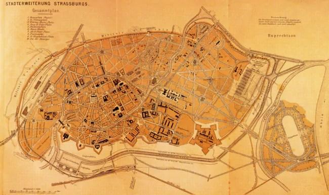 A la fin du XIXème siècle, les Allemands construisent la dernière enceinte de Strasbourg : la promenade entre les Contades et le Tivoli est coupée en deux et devient la Porte de Schiltigheim (Archives de Strasbourg)
