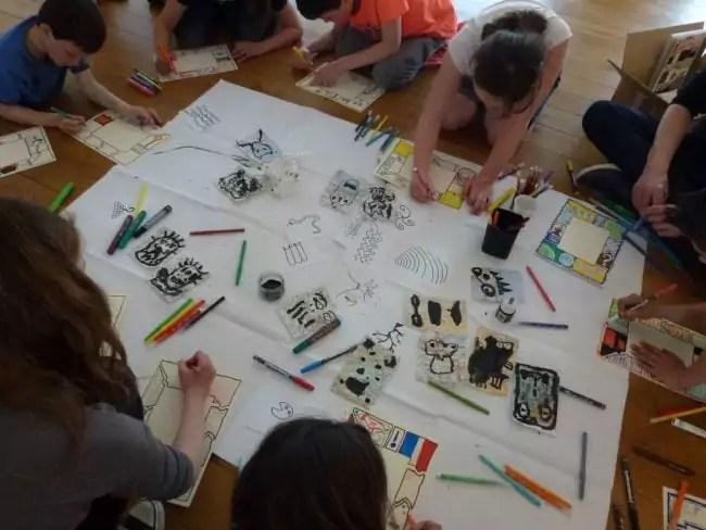 Les nouvelles activités pédagogiques, comme ici à Quimperlé, ne sont pas évidentes à gérer dès qu'il y a beaucoup d'enfants... (Photo Médiathèque de Quimperlé / FlickR / cc)