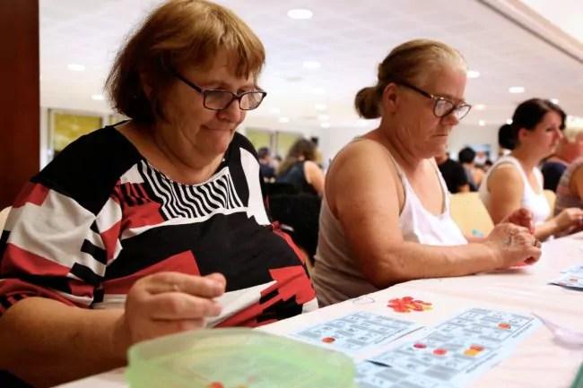 Mireille Delatte et sa belle-sœur Brigitte Fey, joueuses assidues au Loto Bingo depuis 15 ans (photo LL / Rue89 Strasbourg)