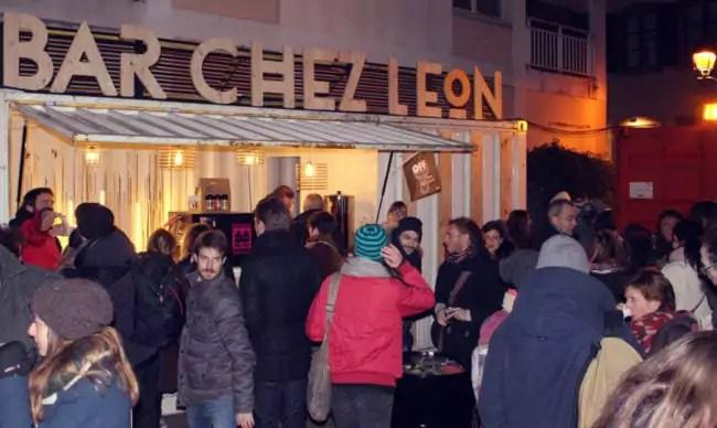 Le Bar chez Leon, en dehors et sous le dôme tentera d'animer la place (photo JFG / Rue89 Strasbourg)