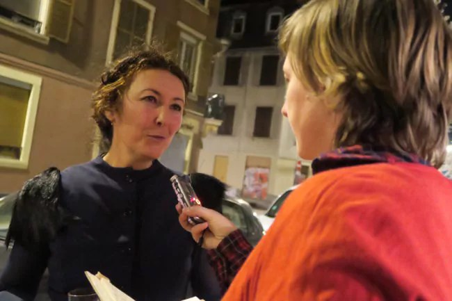 """Anne Bitran de la Cie Les Rémouleurs à la sortie de """"Freaks"""" (Photo SD / Rue89 Strasbourg)"""