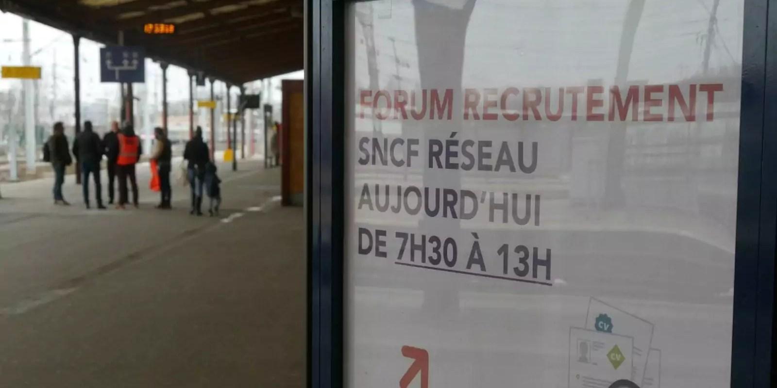 À un forum de recrutement de la SNCF: une réforme? Quelle réforme?