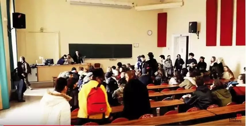 Des lycéens, accompagnés d'étudiants occupent le Palais universitaire de Strasbourg