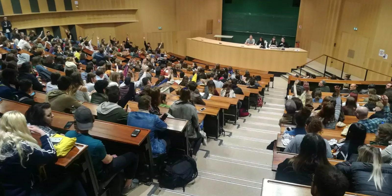 Une nouvelle AG d'étudiants vote un blocage et l'exclusion de l'Uni