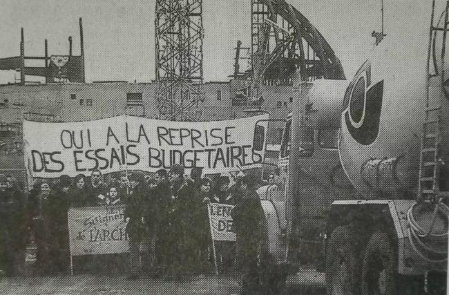 Les étudiants en architecture bloquent un chantier à Strasbourg. En grève depuis le 7 novembre 1986, ils ont des revendications spécifiques, liées notamment à leur rattachement au ministère de la culture. (DNA)