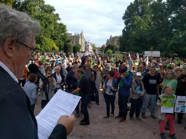 Pendant les discours, la décision du tribunal administratif a été abondamment critiquée (Photo PF / Rue89 Strasbourg / cc)
