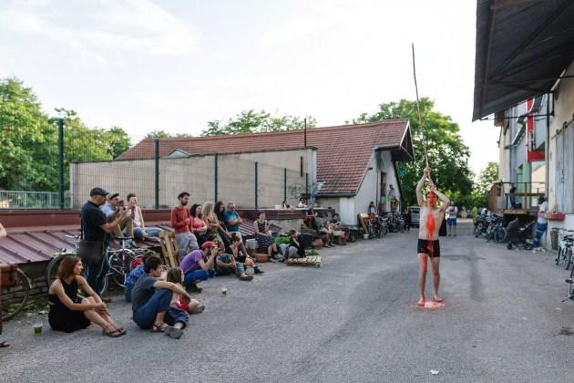 Performance de Jérôme Rich à La Drèche en 2018 (Photo: Alex Flores / Ateliers Ouverts /DR)