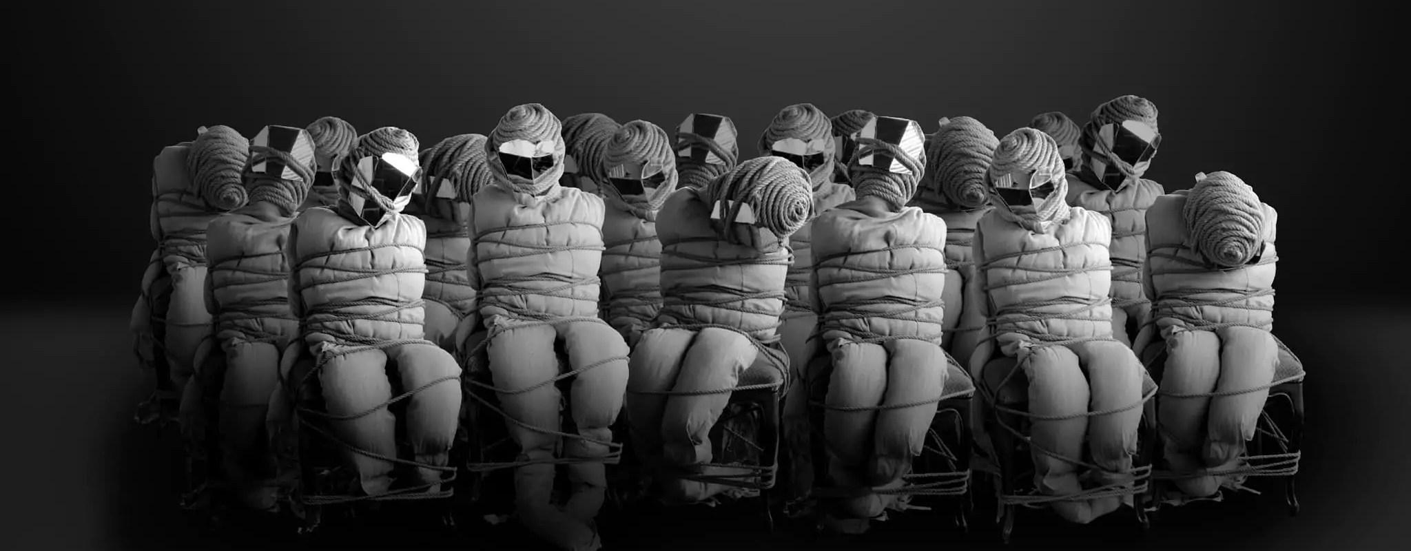 Une assemblée de zombis campe au Musée vodou