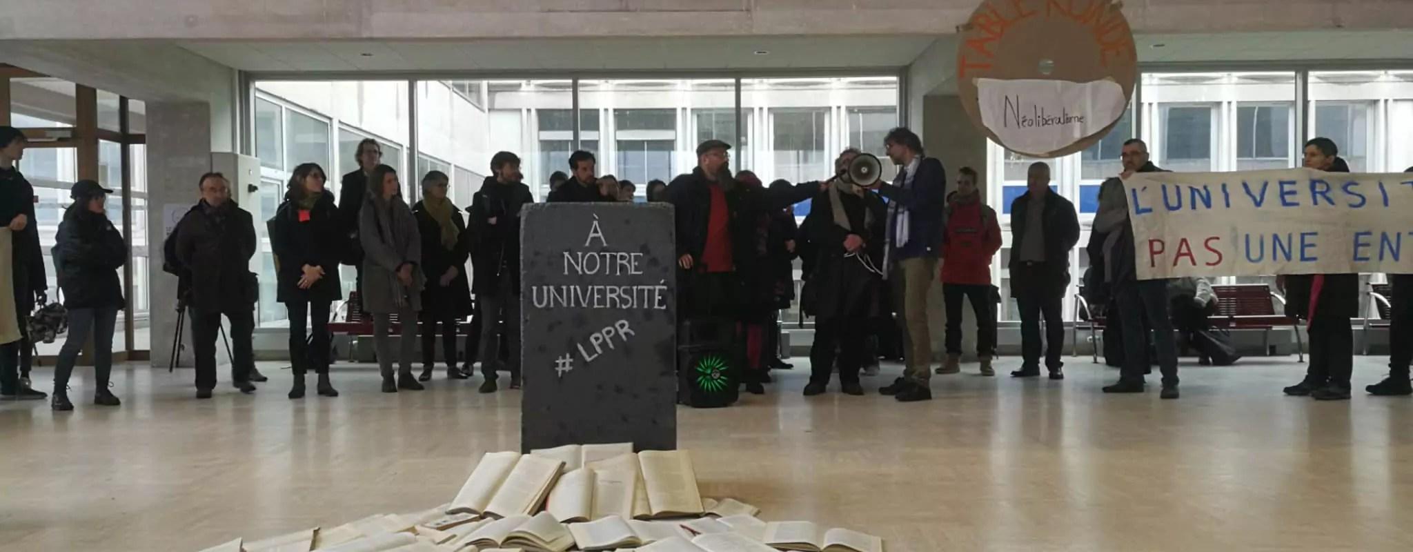 À l'Université de Strasbourg, une mobilisation contre la recherche par à-coups