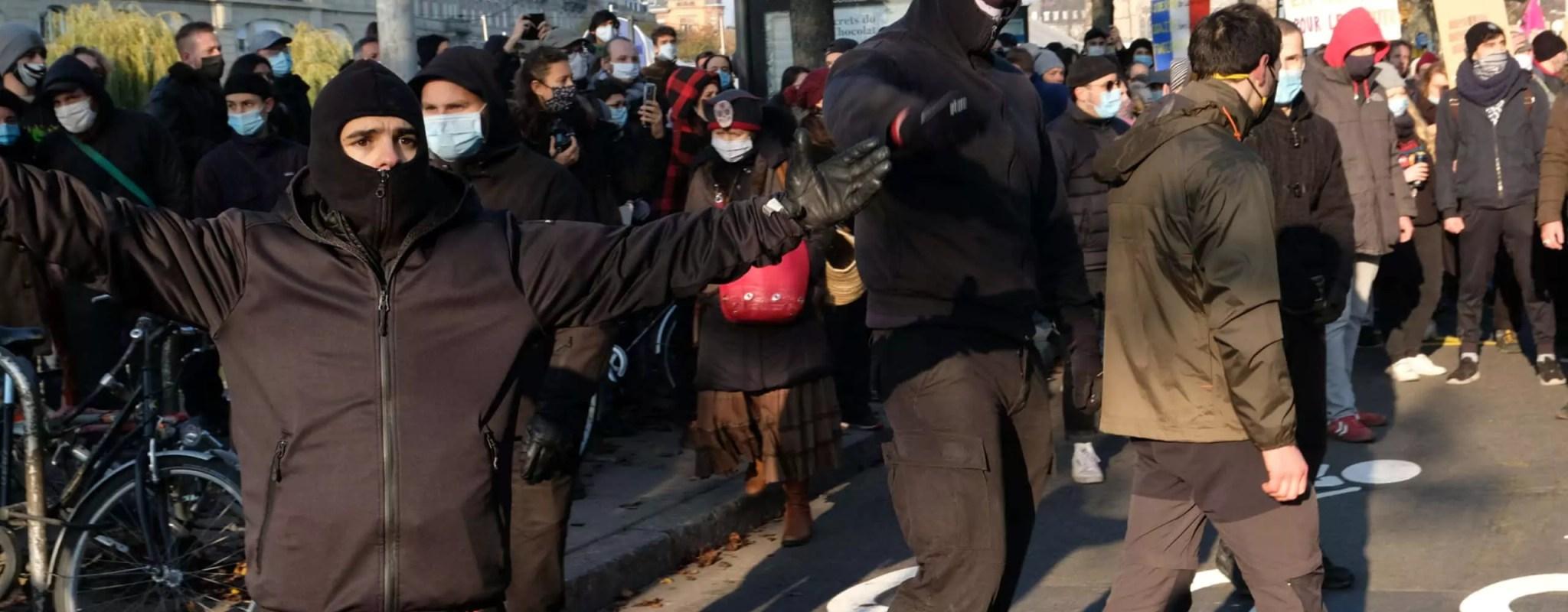 Des hooligans néonazis provoquent une bagarre en pleine manifestation