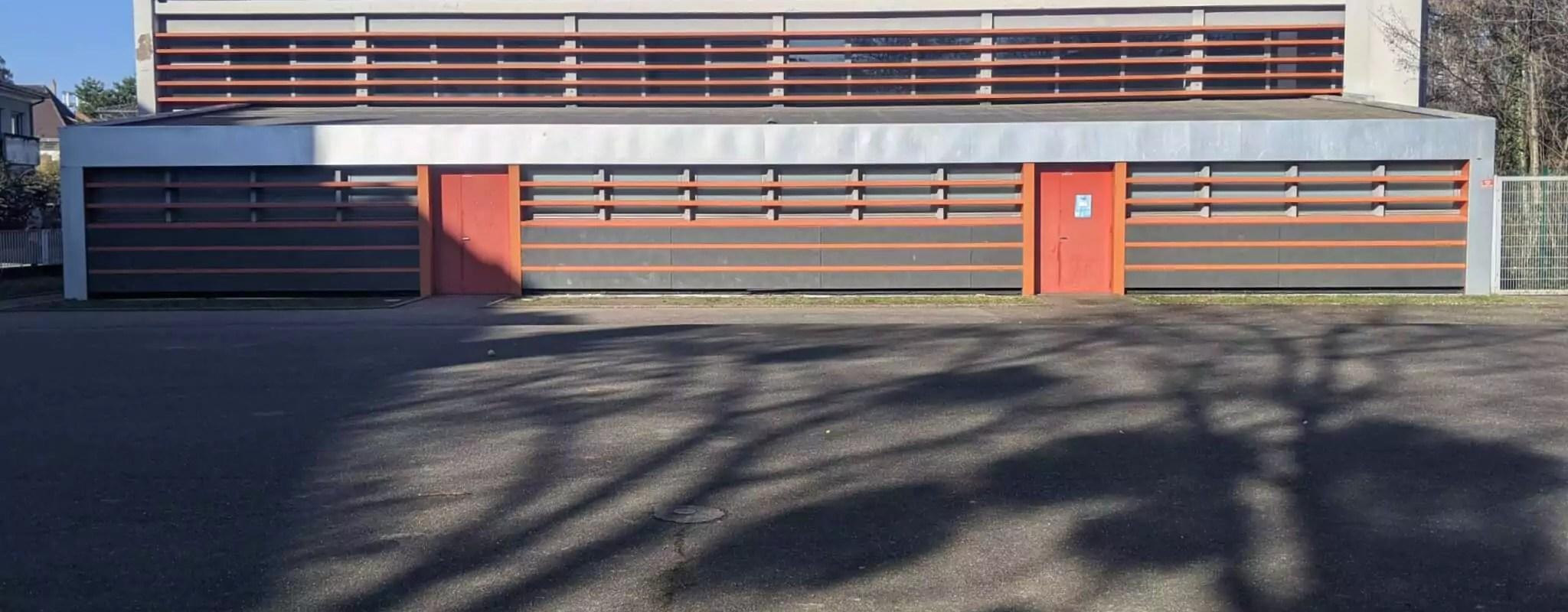 Dans un gymnase réquisitionné par la Préfecture, un SDF sans papier dénoncé à la police
