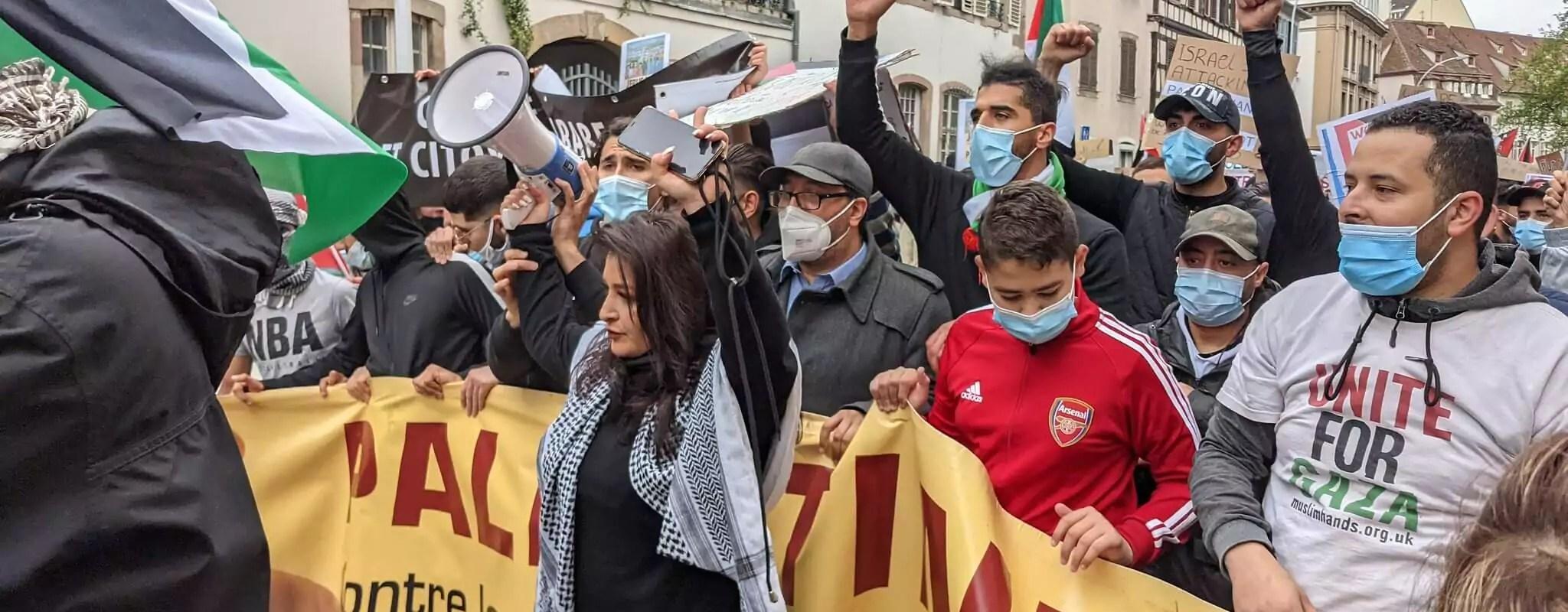 Ruken Caroline Bulut : derrière la meneuse de manifestation, une vie de luttes