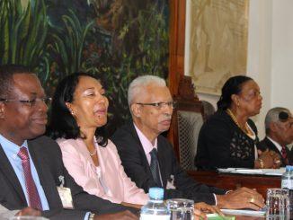 Une partie des vice-présidents du conseil départemental avec sa présidente en 2015