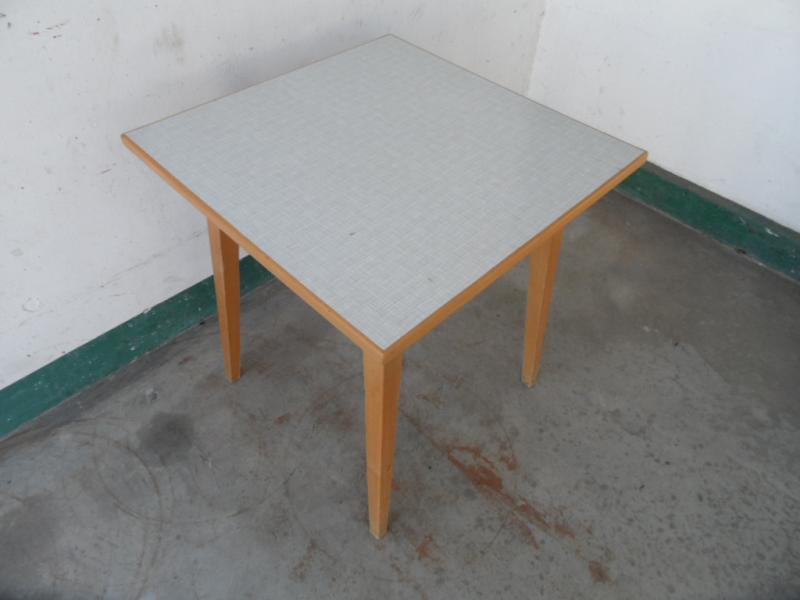 Kleiner Kchentisch Simple Kleiner Tisch Aus Birnenholz Mit Groer Schublade With Kleiner