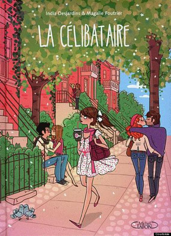 une fille en train de se promener dans une rue remplie d'amoureux