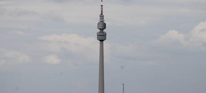 Die Halde Gotthelf mit Blick auf den Dortmunder Florianturm