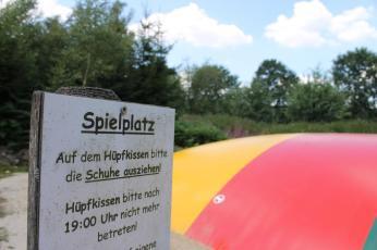 Spielplatz mit Hüpfburg