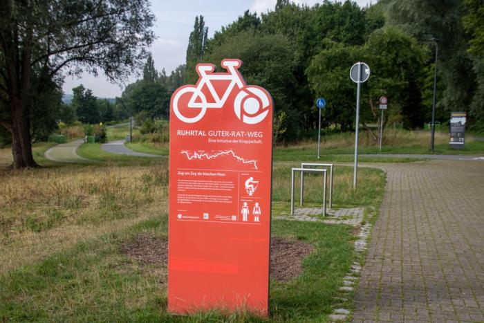 Hinweisschild Radweg