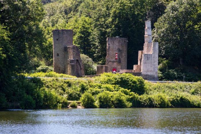 Blick auf Ruine Hardenstein