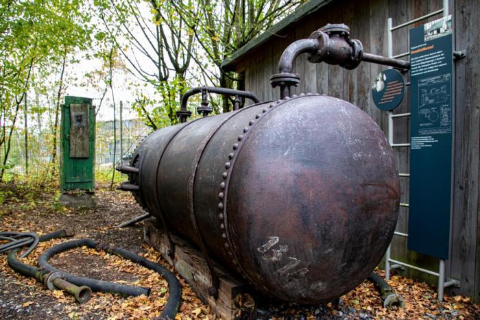 Alte Dampfdruckmaschine