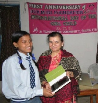 Rabina Accepts eBook Readers from Mrs Laxmi Aryal
