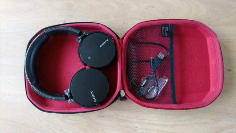 Sony MDR-XB650BT in de apart gekochte case