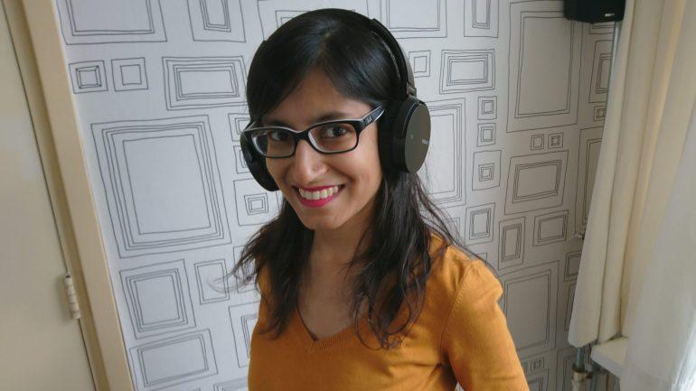 De Sony MDR-XB650BT op mijn hoofd.