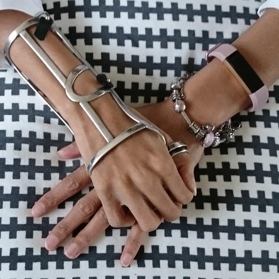Mijn handspalk , Pandora armband en Fitbit.