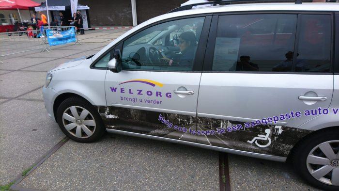 De lesauto van Welzorg foto's