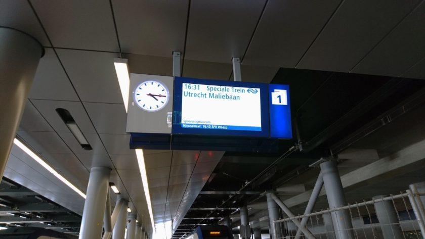 Zullen de maar toch weer de volgende trein weer terugnemen?