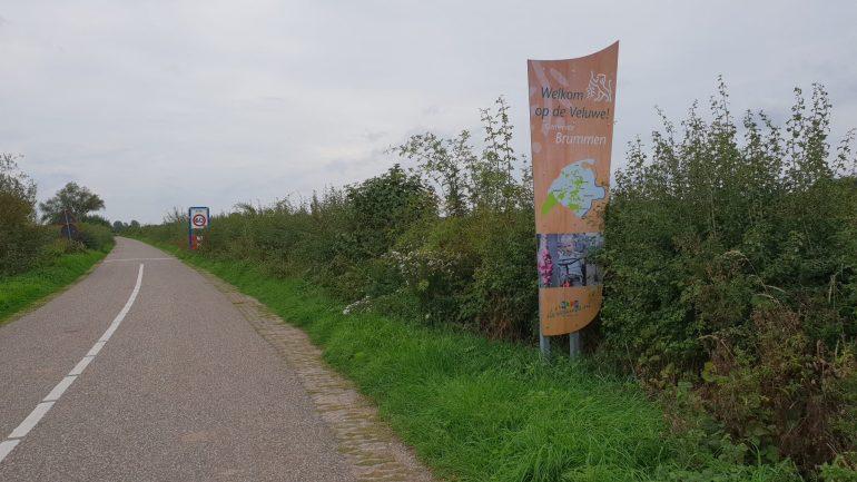 De weg vanaf de pont naar Brummen.