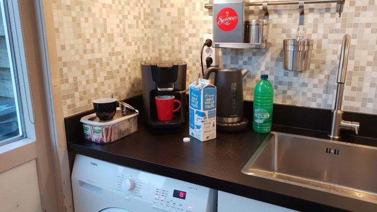 De was doen, waterkoker ontkalken en ik ben heel erg toe aan een kopje koffie.
