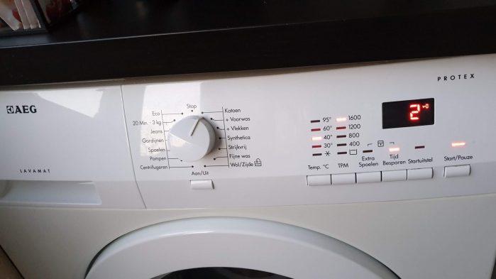 """Wachten tot de wasmachine klaar is: nog 2 """"minuten"""" te gaan."""