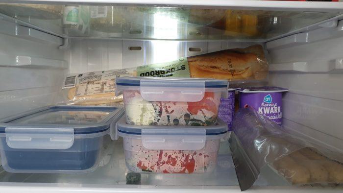 Eten in de koelkast.