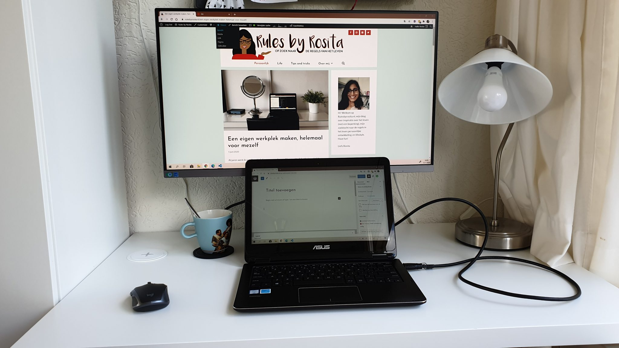 De monitor en de laptop aan. Prutsen