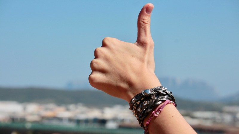 positiviteit: duim omhoog