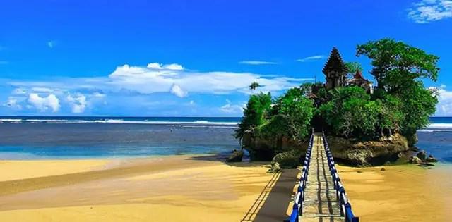 Wisata Pantai Balekambang